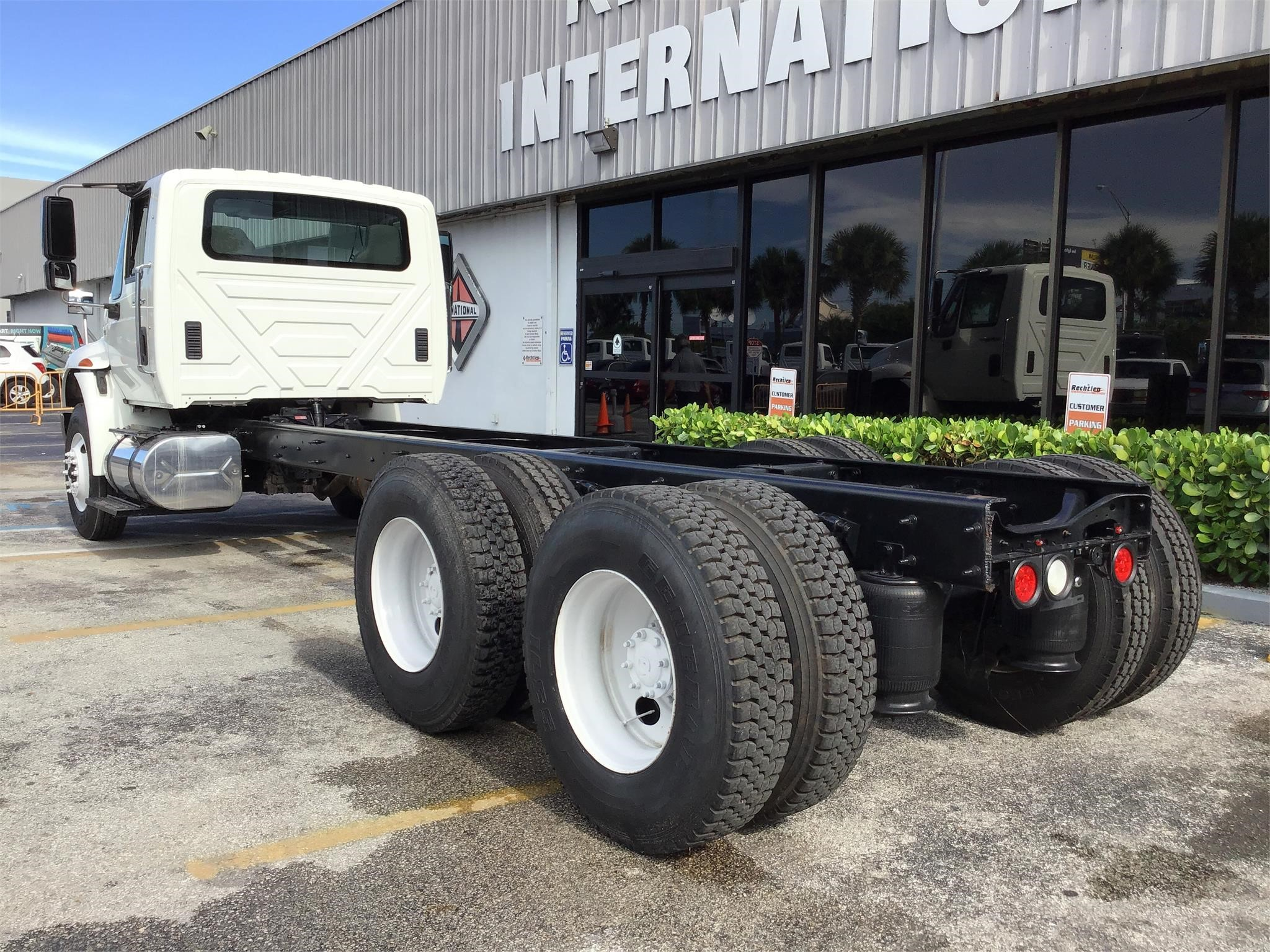 Pre-Owned 2012 INTERNATIONAL DURASTAR 4400