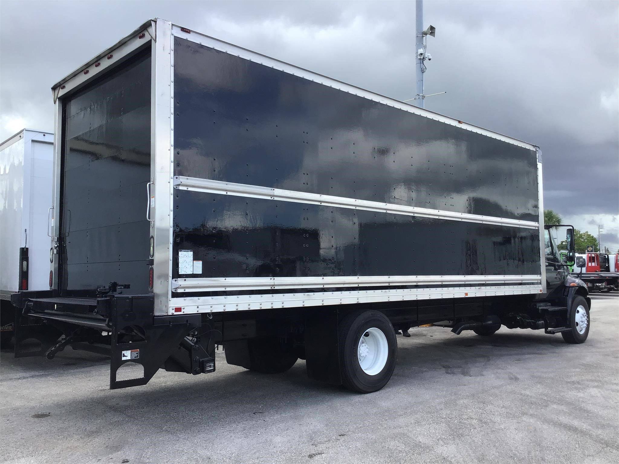 Truck Box For Sale >> Pre Owned 2013 International 4300 Medium Duty Trucks Van Trucks Box Trucks Dry Cargo Delivery